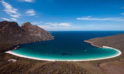 澳大利亚塔斯马尼亚州菲瑟涅国家公园的酒杯湾