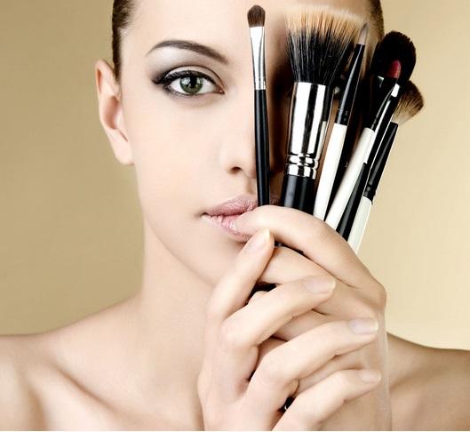 夏季防止脱妆 教你化妆的一些小技巧