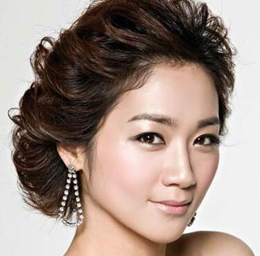 如何打造韩式新娘妆 化妆注意细节
